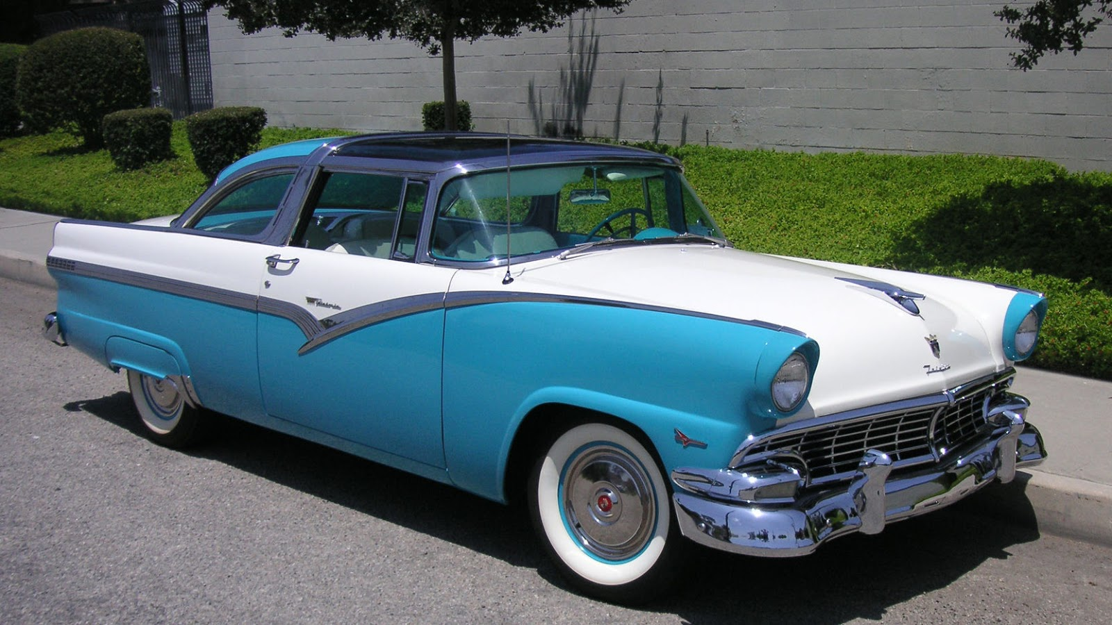 1955 ford fairlane crown victoria blog cars on line - Skyliners For 1956 Were The Same As In 1955 Aside From Superficial Model Year Facelift Changes Mecum Auctions Photo