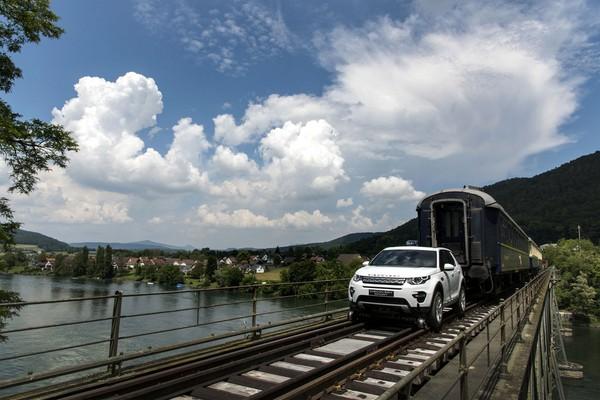 Nyata Atau Tipuan ?? Mobil Range Rover Sport Ini Mampu Tarik 3 Gerbong Kereta Degan Berat 108 TON