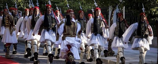 Πρόταση ΓΕΕΘΑ να παρελάσουν την 25η Μαρτίου έφιπποι στρατιωτικοί με παραδοσιακές στολές