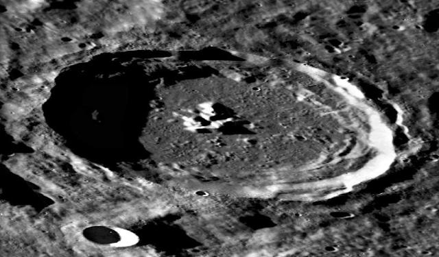 Extrañas formas en el lado oscuro de la luna, mapa lunar LROC, fotos 3