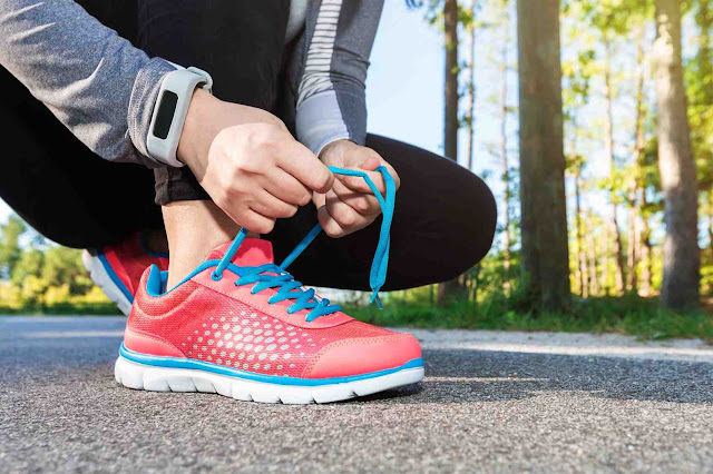 Shoeography: Put Your Best Foot Forward: How to Choose the Right Athletic Shoes for Your Feet