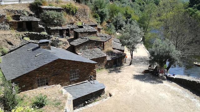 Casas de Xisto na Cabreira