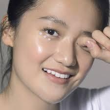 Begini Cara Pakai Eye Cream Agar Hasilnya Maksimal