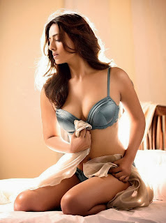 Mahie Gill Sat On A Bed N Giving Sexy Photo-shoot 2