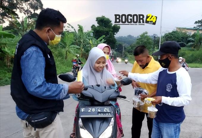 Pekan Terakhir Ramadhan Ketua LPM Bojongkerta Bagikan Takjil dan Masker Gratis