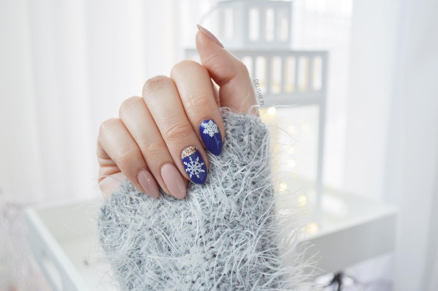 płatki śniegu na paznokciach, zimowy manicure
