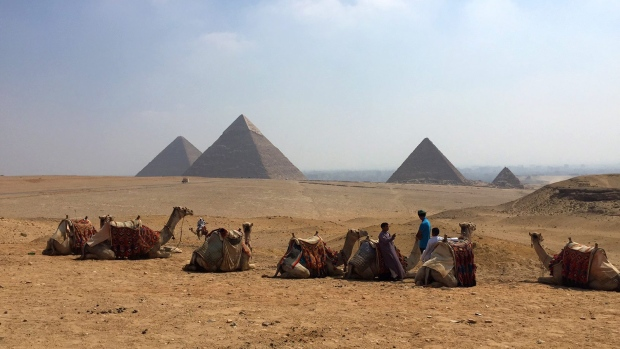 Egypt to hire private companies to clean, manage and secure Giza pyramids area