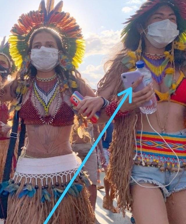 As índias que estão acampadas em  Brasília