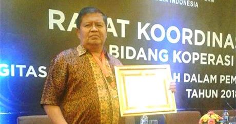 Pemko Padang Terima Penghargaan dari Menkop RI