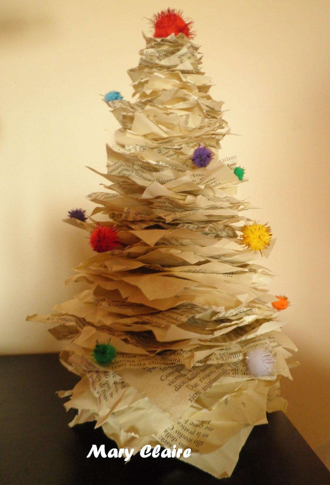Libri Decorazioni Natalizie.Mamma Aiuta Mamma Tutorial Alberelli Di Natale Riciclando Vecchi Libri