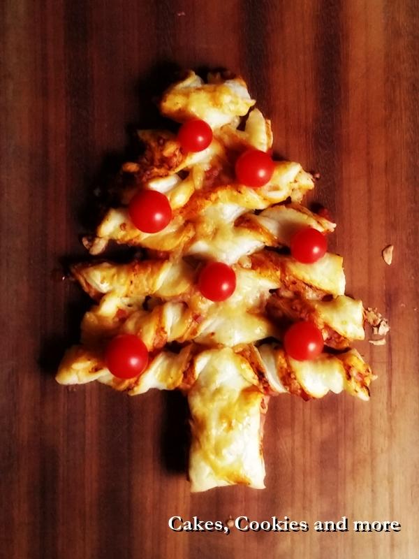 pizza weihnachtsbaum mit bl tterteig. Black Bedroom Furniture Sets. Home Design Ideas