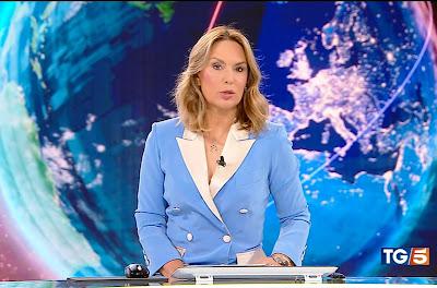 Domitilla Savignoni telegiornalista tg5 4 ottobre