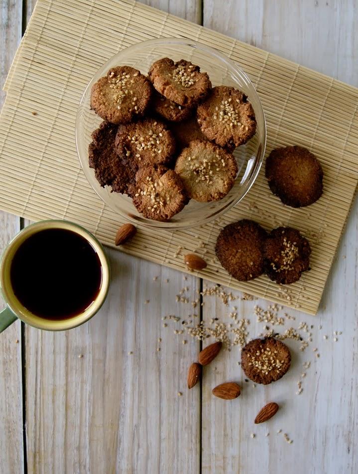Bardzo zdrowe ciasteczka migdałowe na mleku kokosowym z tahini