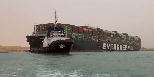 Canale di Suez bloccato da una nave cargo che si è incagliata [VIDEO]