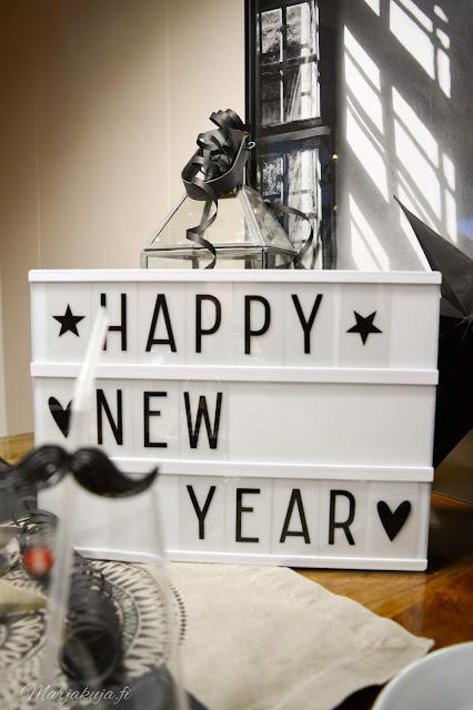 uusivuosi, kattaus, ruokailu, asetelma, kynttilä iittala astiat musta, vuosi vaihtuu happy new year 2020