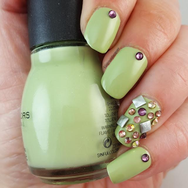 3d-nail-art-swarovski-crystals