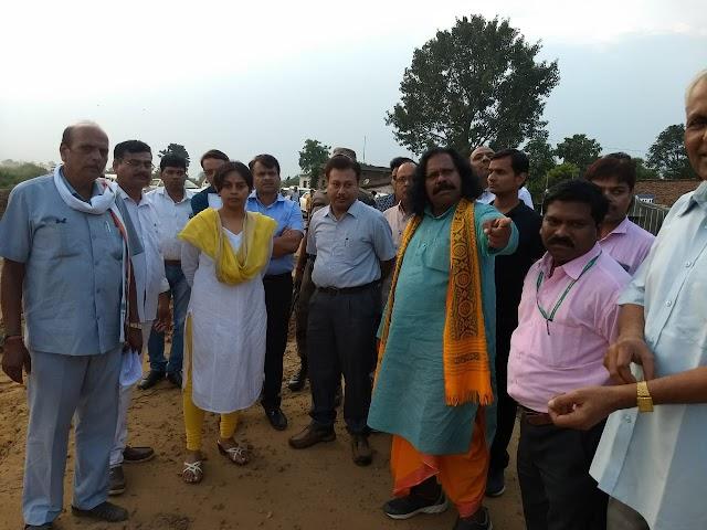 NH43- खराब सड़क से होकर आप पहुचेंगे मतदान केंद्र, चुनावी प्रचार होगा प्रभावित ,नंद कुमार साय ने अधिकारियों को लगाई फटकार।
