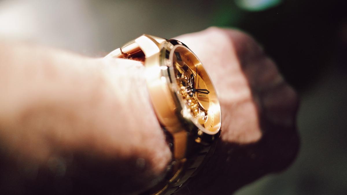Gold am Handgelenk | Die Seizmont Lasse Dante Herrenarmbanduhr wirkt