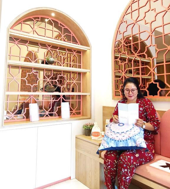 Ruang tunggu Nouria Skincare Solution Clinic sangat nyaman dan instagramble