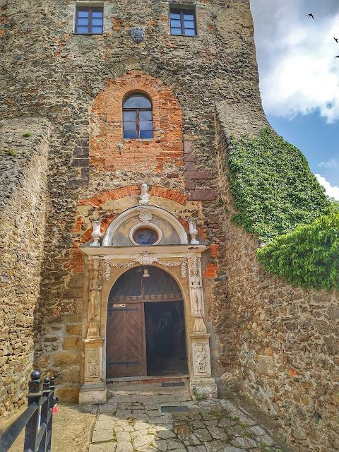główne wejście do zamku Grodno, okolice Świdnicy, Wałbrzycha