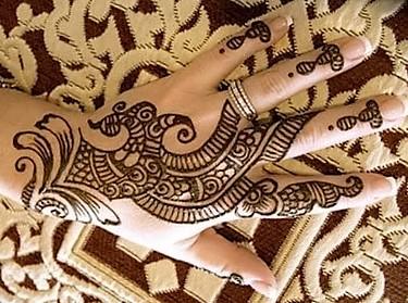 Simple Mehndi Design hand Images 2019