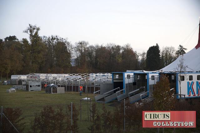 les baches de toit des tentes écuries sont déjà enlevée
