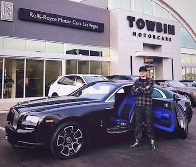 Zak Bagans posing outside his car