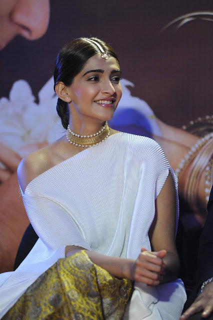 Sonam Kapoor  IMAGES, GIF, ANIMATED GIF, WALLPAPER, STICKER FOR WHATSAPP & FACEBOOK