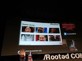 RootedCon 2020 - Román (y de fondo el resto del equipo RootedCon)