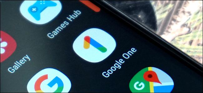 أيقونة تطبيق Google One على هاتف Android.