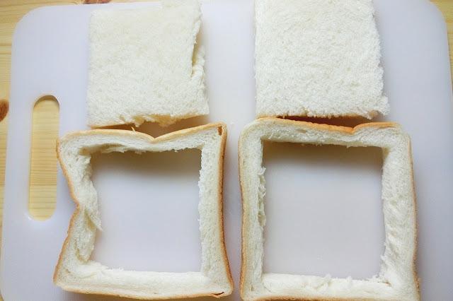 食パンの周囲1.5㎝くらいを残すように食パンの白い部分をくり抜きます。
