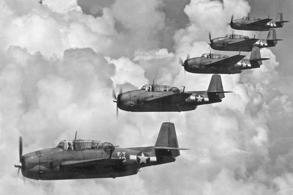 خمسة قاذفات طوربيد من طراز American Avenger