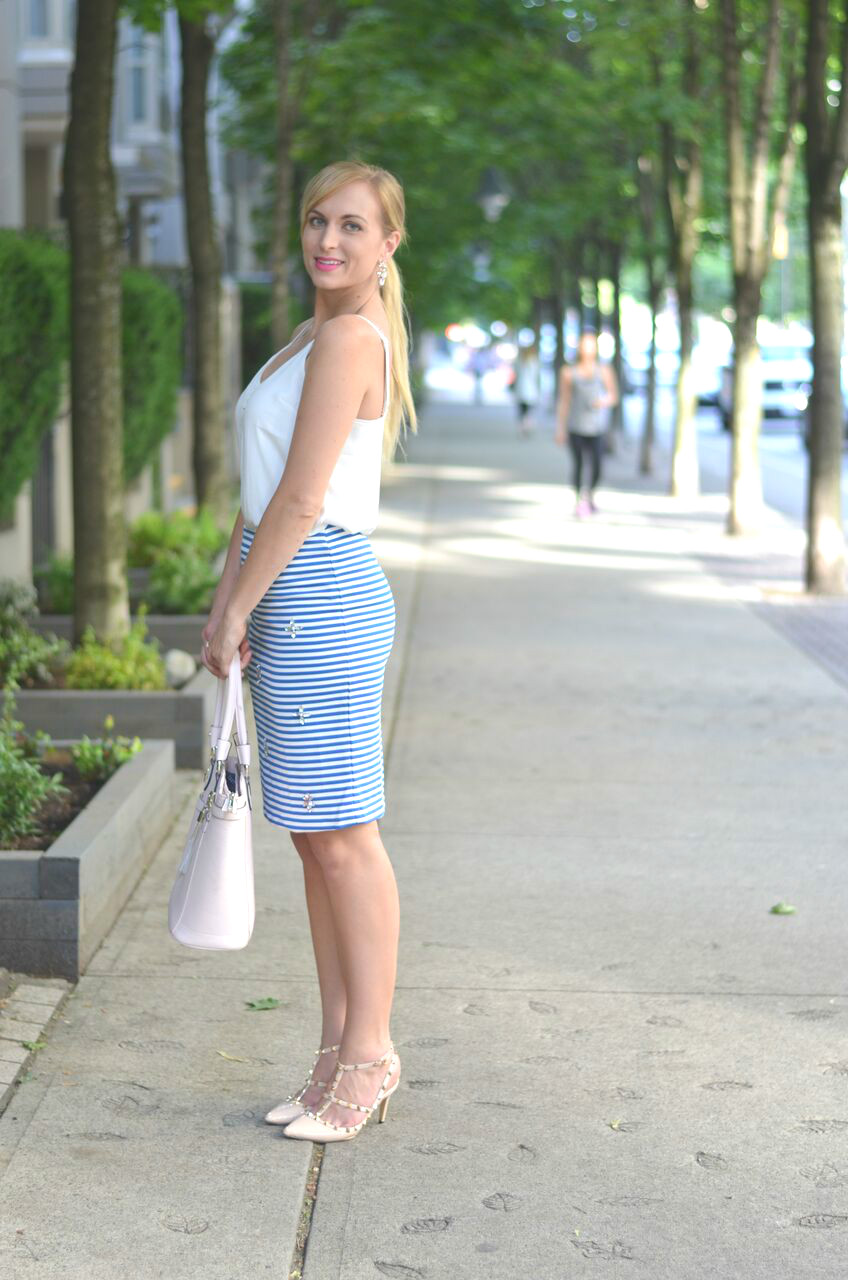 pastel-summer-business-casual-outfit