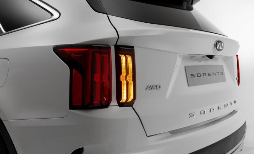 سعر ومواصفات سيارة كيا سورينتو (2020)