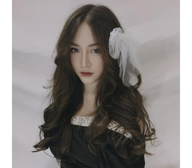 """Xinh đẹp, còn sở hữu body bốc lửa, hotgirl được dân mạng Việt mệnh danh """"nữ thần streamer"""""""