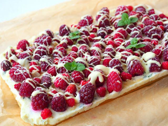 Ciasto cytrynowo-miętowe z malinami