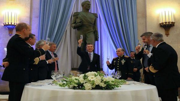 Autorizan acción de militares argentinos en seguridad pública
