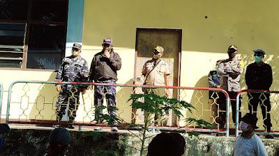 Bupati Maluku Tenggara M. Thaher Hanubun bersama Pimpinan TNI-Polri saat berada di Lokasi Karantina