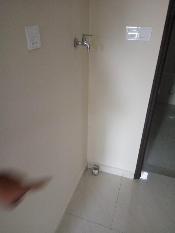 Tempat letak mesin basuh depan bilik air