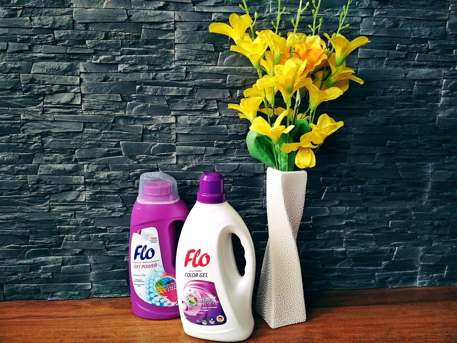 Żel do prania | Odplamiacz do tkanin kolorowych | FLO