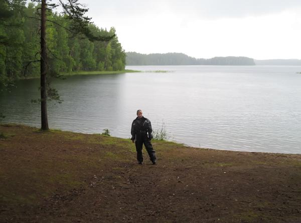 Punkaharju maisema uimaranta järvi sadepuku moottoripyörä