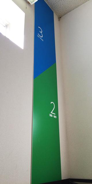 階段用フロア表示版の事例