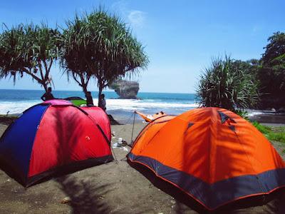 Tempat Camping di Pantai Madasari