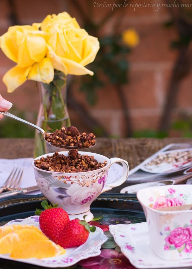Granola saludable con chocolate y avellanas