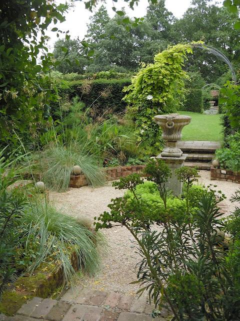 mały ogród formalny