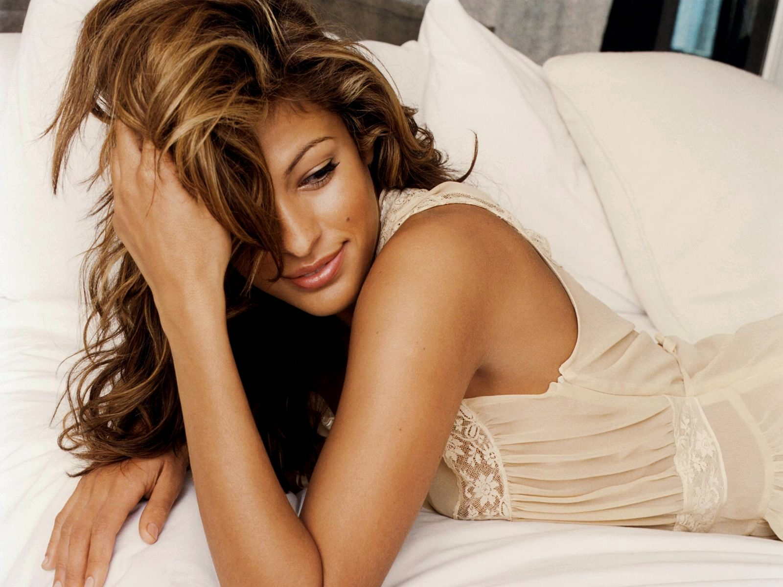 hd wallpapers super hot actress eva mendes hd 2012 wallpapers 1600x1200. Black Bedroom Furniture Sets. Home Design Ideas