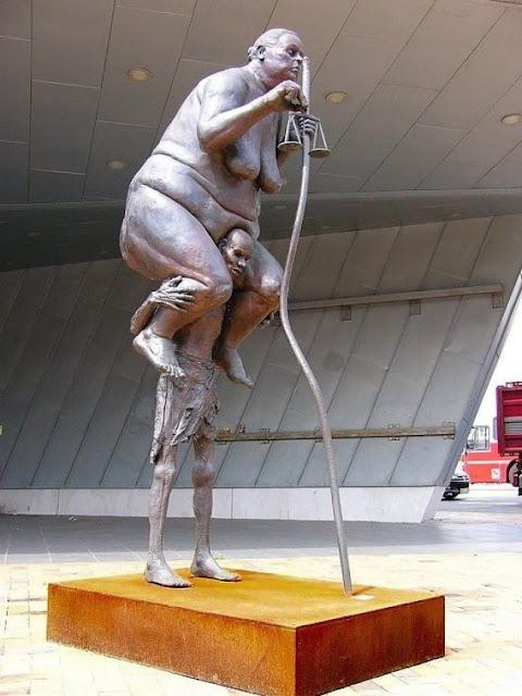 estatua dinamarca mulher gorda homem magro