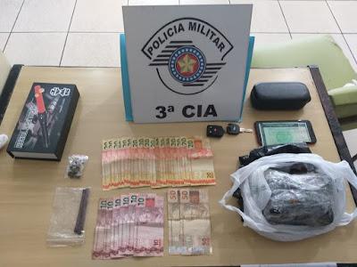 Polícia Militar de Iguape prende casal que transportava quase 1 kg de crack