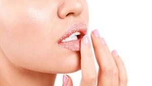 6 Bahan Alami yang Bisa Dipakai Untuk Masker Bibir Agar Selalu Merona