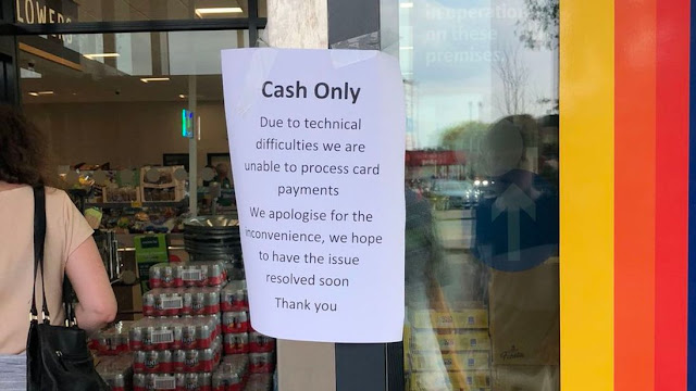 Χαμός από μηνύματα και τηλέφωνα...Τι έχει γίνει  Το σύστημα πληρωμών με κάρτες της εταιρείας Visa εμφανίζει προβλήματα στη λειτουργία του, εμποδίζοντας